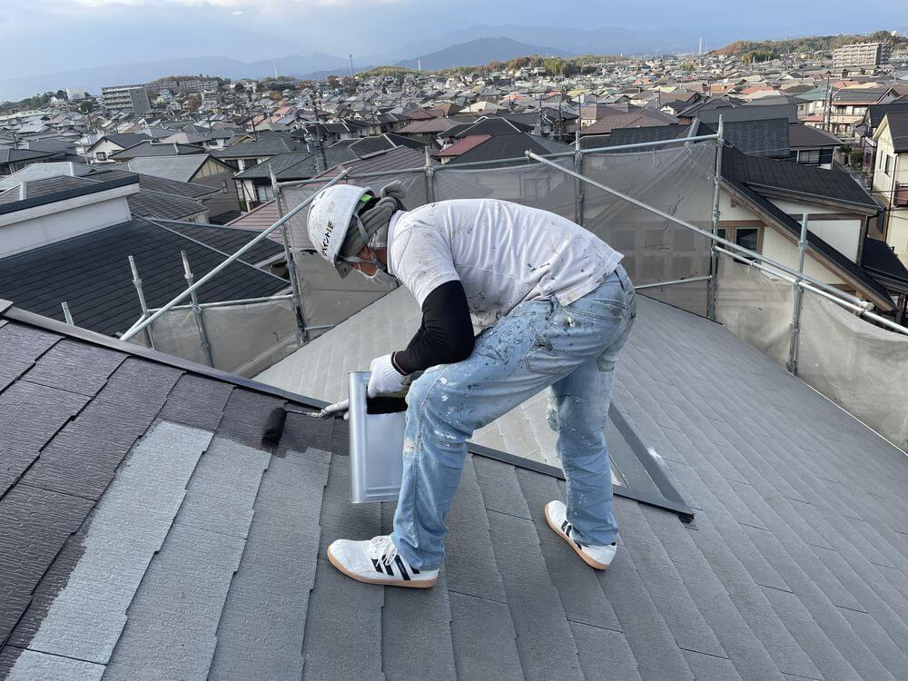 屋根中塗り:リペイント匠